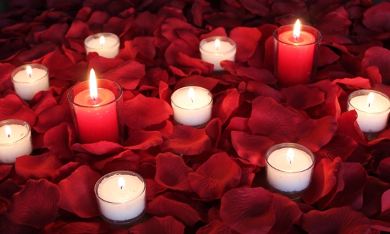 Romance Package Of 2000 Petals